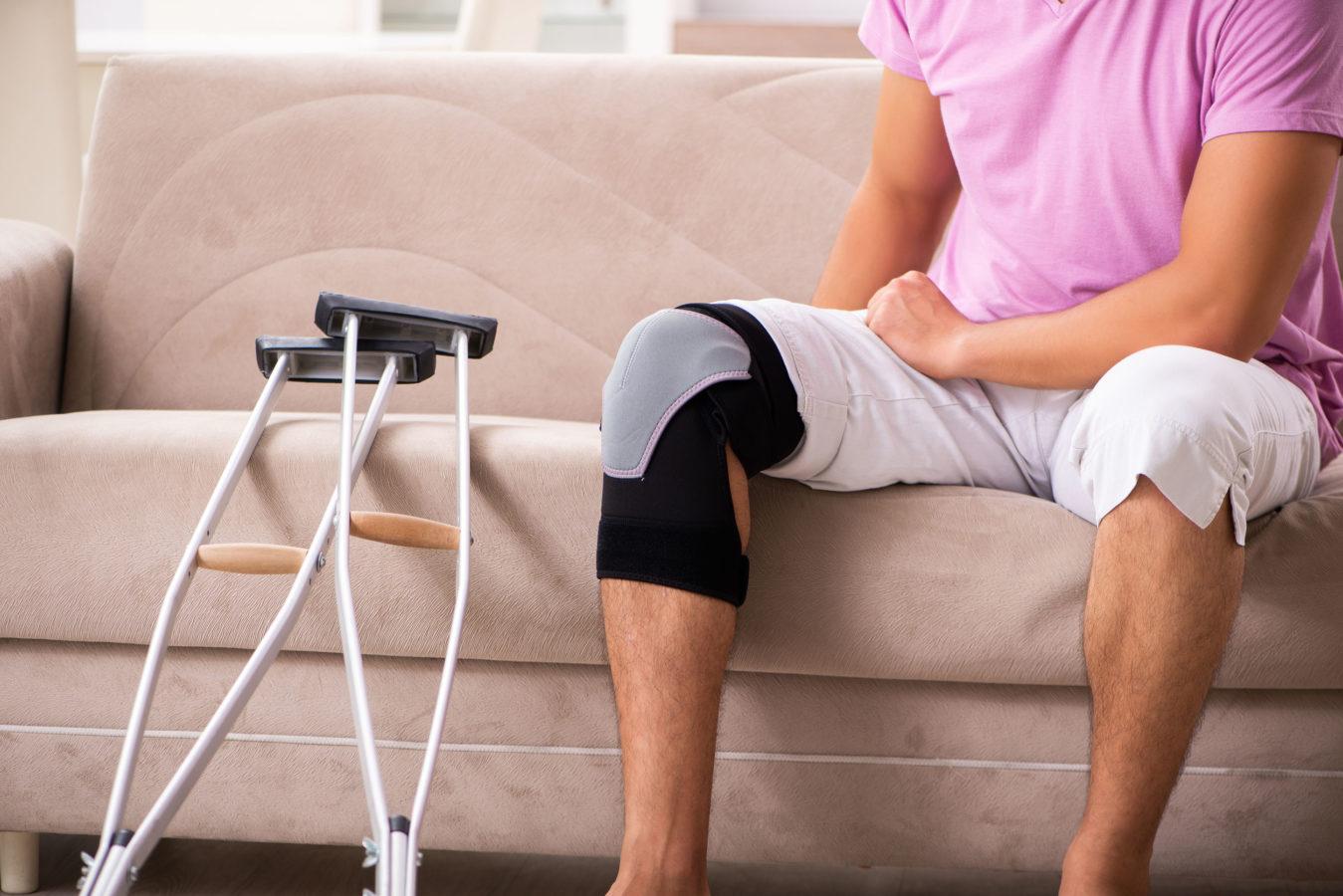 Hurt knee and crutches